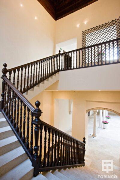 Escalera del museo con ventanas resistentes al fuego, con puertas de altas presiones, alta durabilidad y elementos adicionales