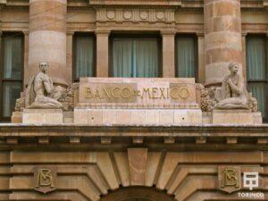 Letrero del banco de méxico con ventanas con cerramiento antibalas