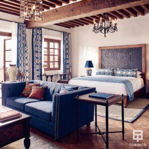 Dormitorio con ventanas resistentes al fuego
