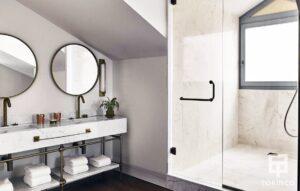 Baño con vVentana de aislamiento acústico, térmico, resistentes al fuego y con alta durabilidad