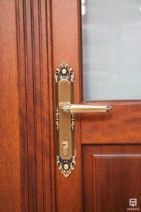 Puerta-4 de la vivienda con cerramiento antibalas