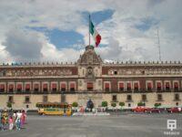 Fachada del palacio nacional con ventanas con cerramiento antibalas