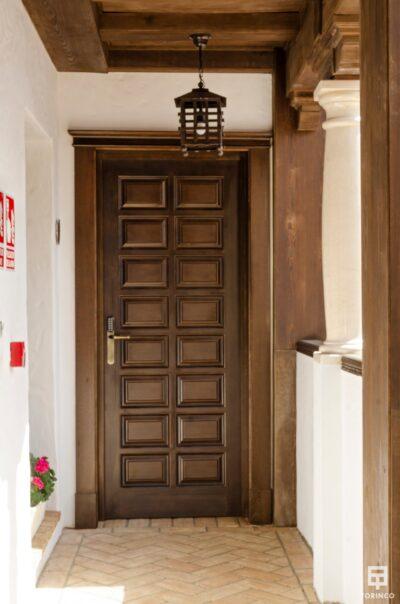 Puerta de los apartamentos