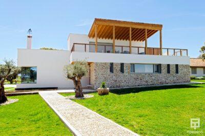 Vista general de la vivienda con ventanas con cerramientos de alta seguridad y gran apertura