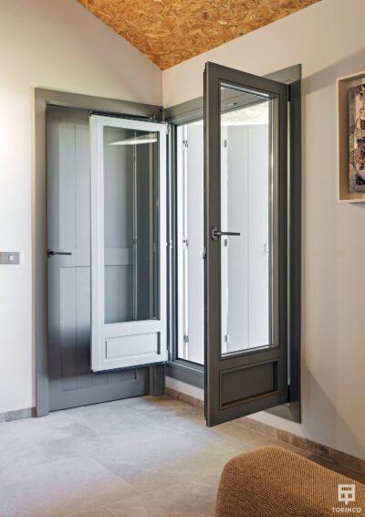 Ventanal de la vivienda con cerramiento de alta seguridad y gran apertura