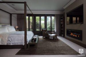 Vista lateral del dormitorio con ventanas d cerramiento de alta seguridad puertas de altas prestaciones y elementos adicionales