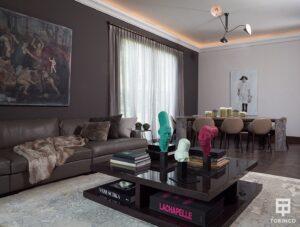 Salón de la vivienda con ventanas de cerramiento de alta seguridad, puertas de altas prestaciones y elementos adicionales