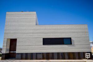 Vivienda unifamiliar con ventanas de aislamiento térmico y gran apertura
